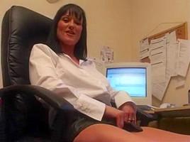 Donna Masturbate In Office