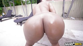 She Wants My Dick Between Those Fresh Buns