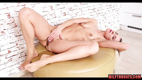 Gorgeous Lady Masturbating