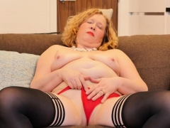 British Mature Mrs. Robbo Fingering Herself