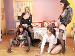 Chelsy Sun, Leila Smith, Victoria Puppy And Antonia Sainz Piss