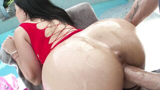 Big Ass Latina Minx Is Pussy Banged By A Long Johnson Outdoors