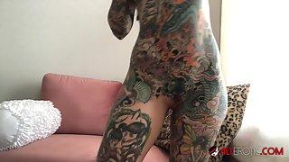 Tattooed Amazing Tiger Lilly Masturbates In Quarantine