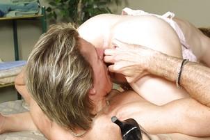 Gray Haired Jizz Sluper Blows A Masculine Dude