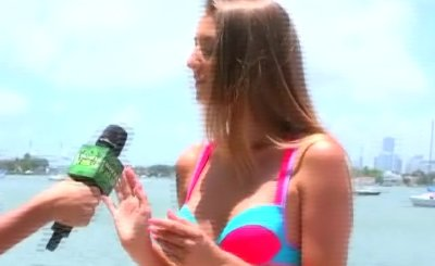 Amateur Beauty Flashing Her Tits In Public Cash Stunt 23934