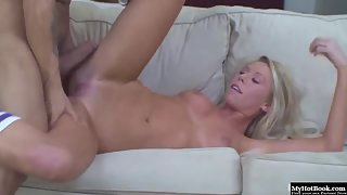 Young Blonde Brynn Tyler Gives Tight Blowjob Before Hardcore Fuck